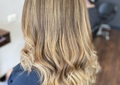 Caramel wavy hair